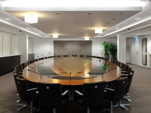 Table du conseil - éclairée