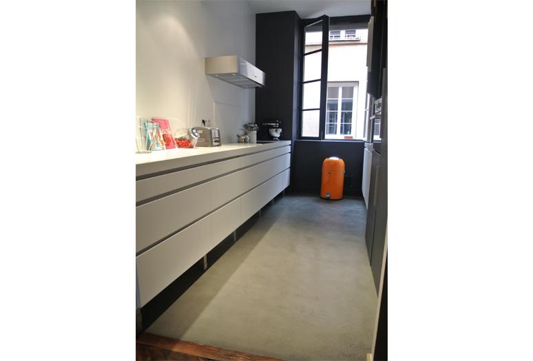 Espace cuisine-Long plan de travail en Corian