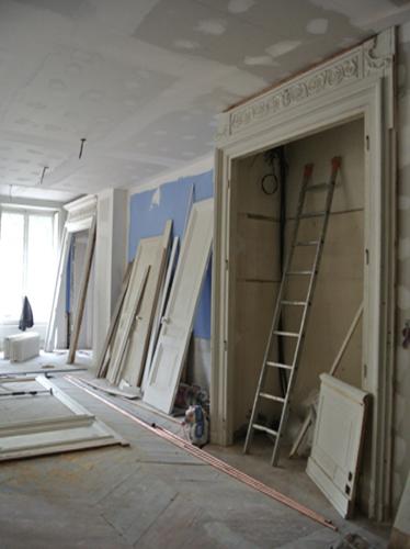 Mur bibliothèque en chantier